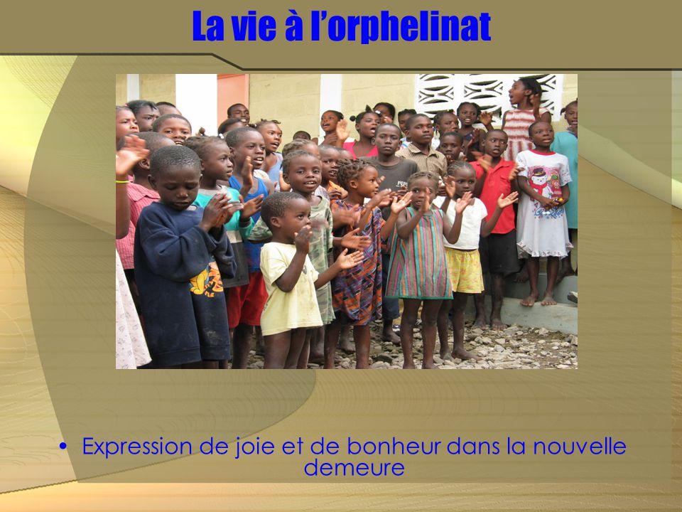 La vie à l'orphelinat Expression de joie et de bonheur dans la nouvelle demeure
