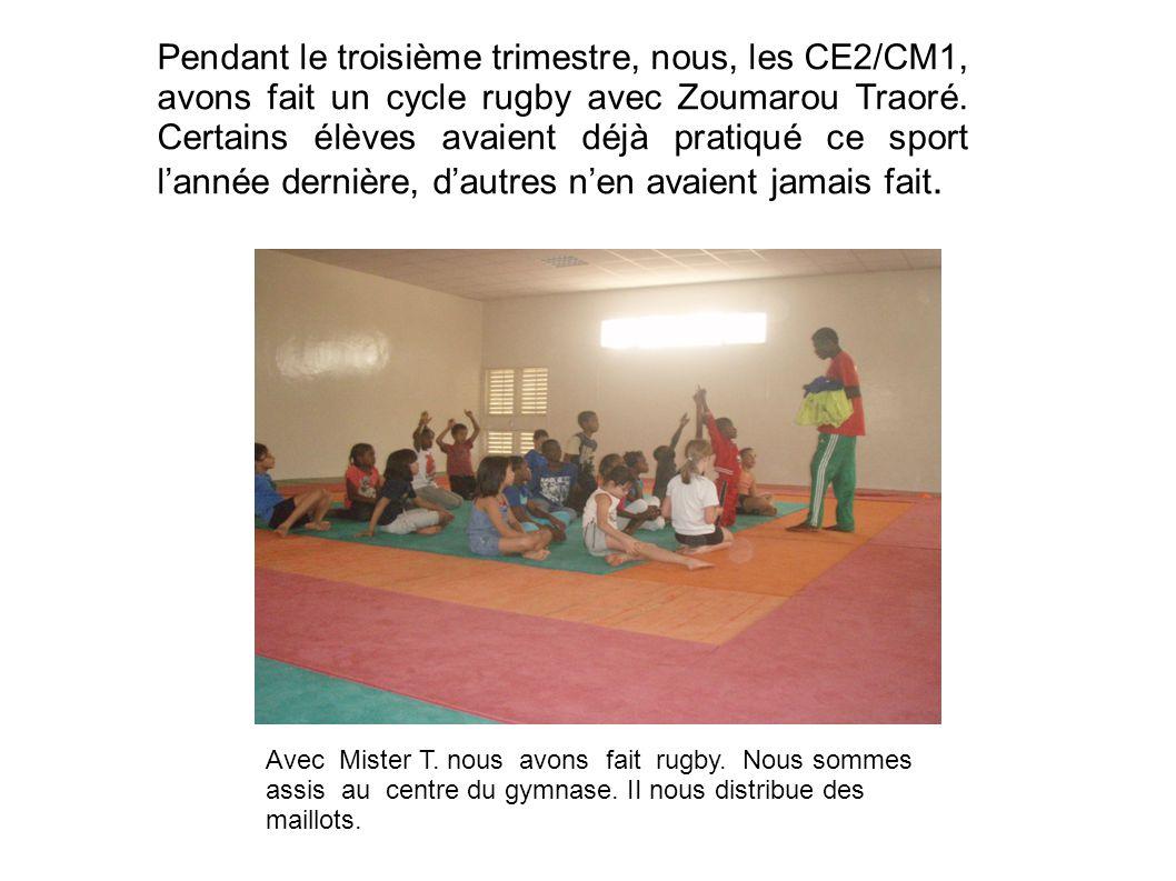 Pendant le troisième trimestre, nous, les CE2/CM1, avons fait un cycle rugby avec Zoumarou Traoré. Certains élèves avaient déjà pratiqué ce sport l'an