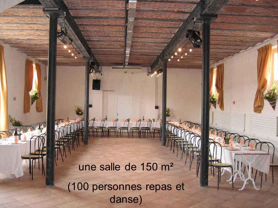 une salle de 150 m² (100 personnes repas et danse)