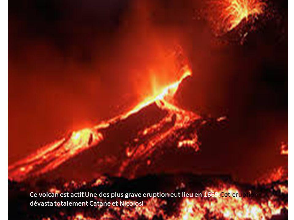 Ce volcan est actif.Une des plus grave eruption eut lieu en 1669.Cet eruption dévasta totalement Catane et Nicolosi