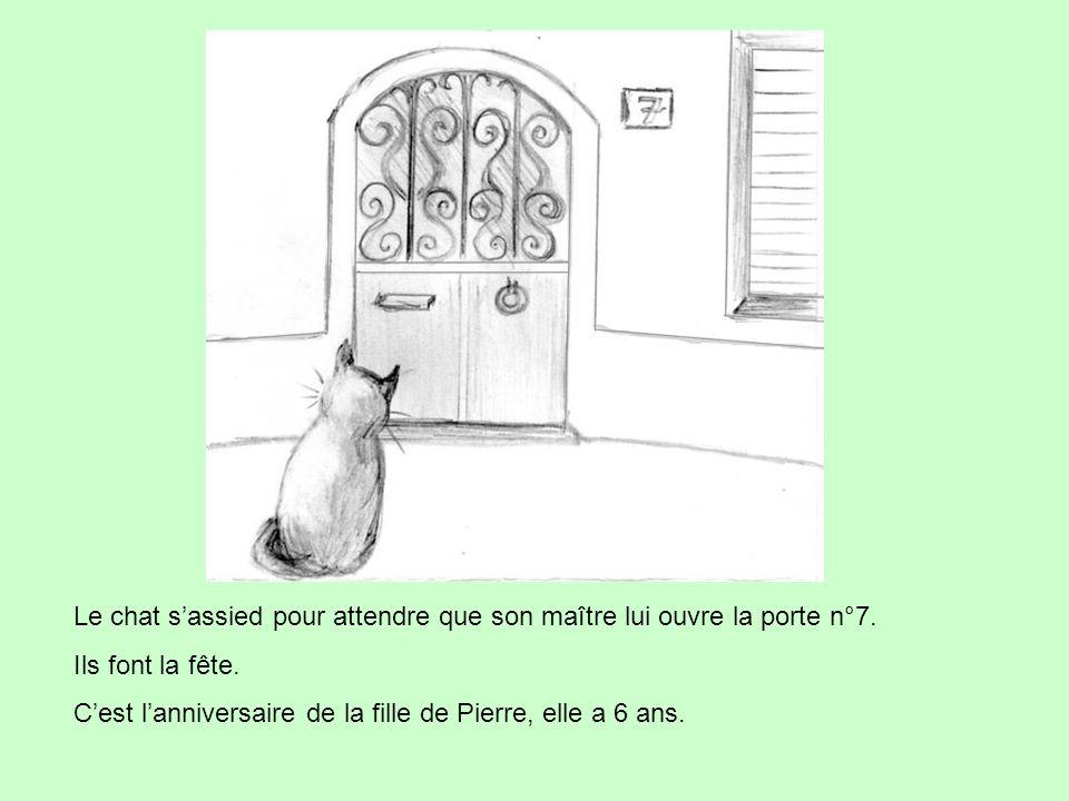 Le chat s'assied pour attendre que son maître lui ouvre la porte n°7. Ils font la fête. C'est l'anniversaire de la fille de Pierre, elle a 6 ans.