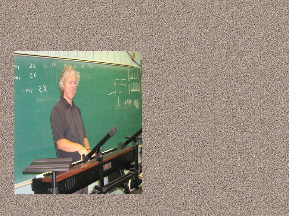 Sa carrière musicale 2 Pianiste de jazz Pianiste de jazz Il a joué deux saisons estivales au Château Bromont avec son trio Solar Jazz Il a joué deux s