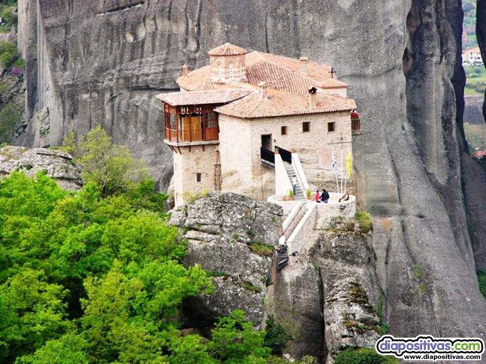 Ce n'est qu'au XIVe siècle qu'ils construisirent les monastères perchés en haut des rochers.