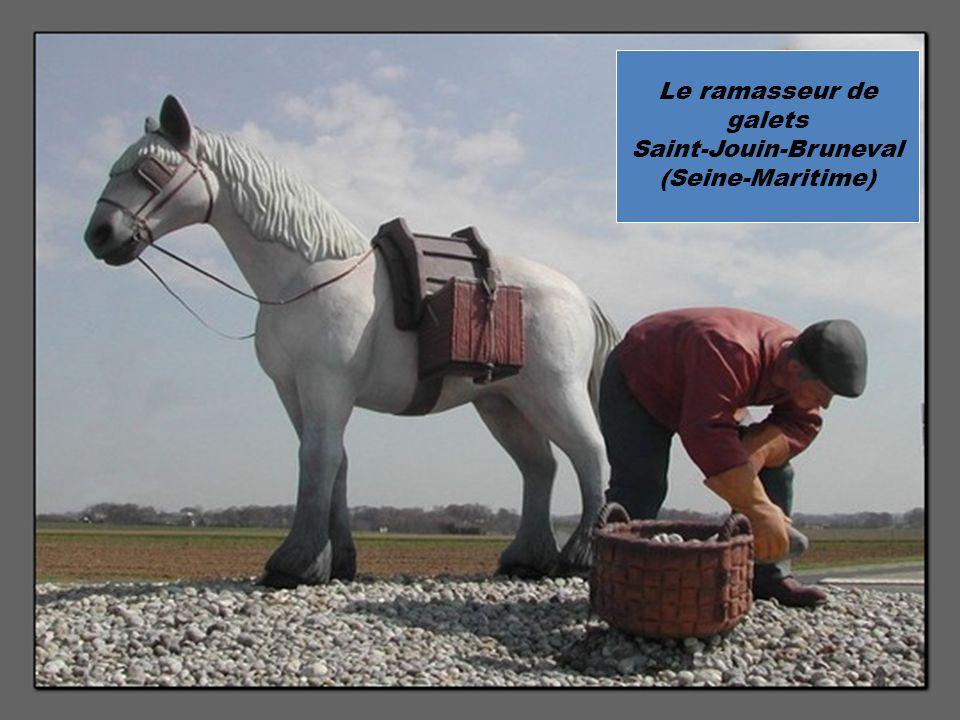 Le ramasseur de galets Saint-Jouin-Bruneval (Seine-Maritime)