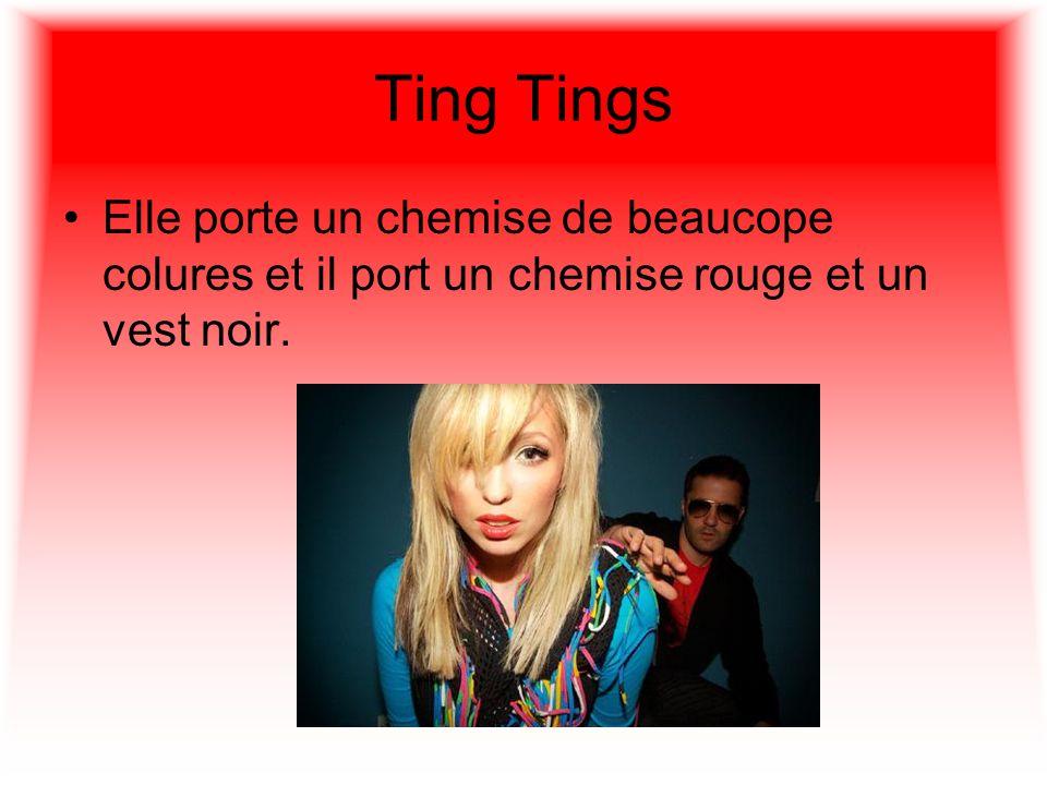 Ting Tings Elle porte un chemise de beaucope colures et il port un chemise rouge et un vest noir.