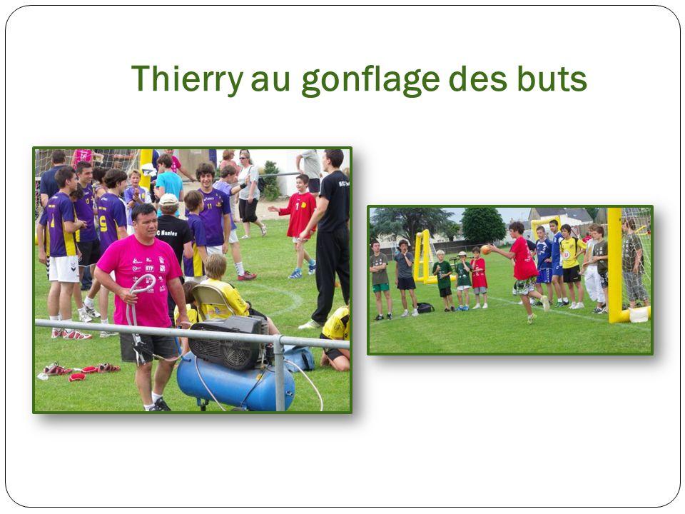 Thierry au gonflage des buts
