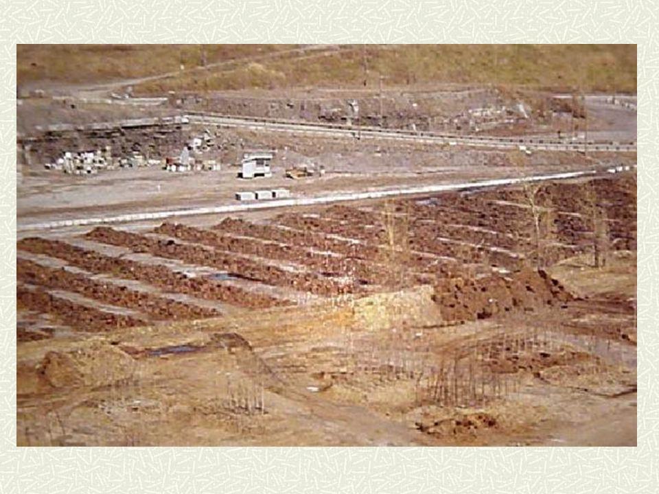 Enfouissement à Montréal 3 endroits potentiels dans l'Est Carrière Demix Fin de prélèvement de pierre (2003-11-01) Enfouissement exclusif des cendres des incinérateurs de boues de la Station d'épuration des eaux usées Taille insuffisante