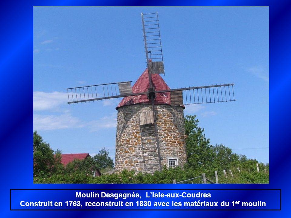 Moulin Desgagnés, L'Isle-aux-Coudres Construit en 1763, reconstruit en 1830 avec les matériaux du 1 er moulin