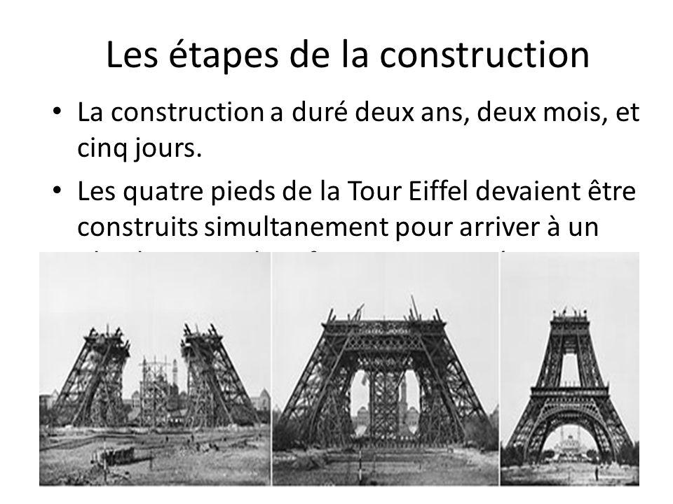 Les étapes de la construction La construction a duré deux ans, deux mois, et cinq jours. Les quatre pieds de la Tour Eiffel devaient être construits s