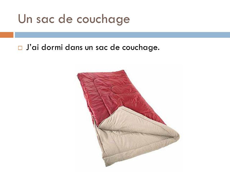 Un sac de couchage  J'ai dormi dans un sac de couchage.