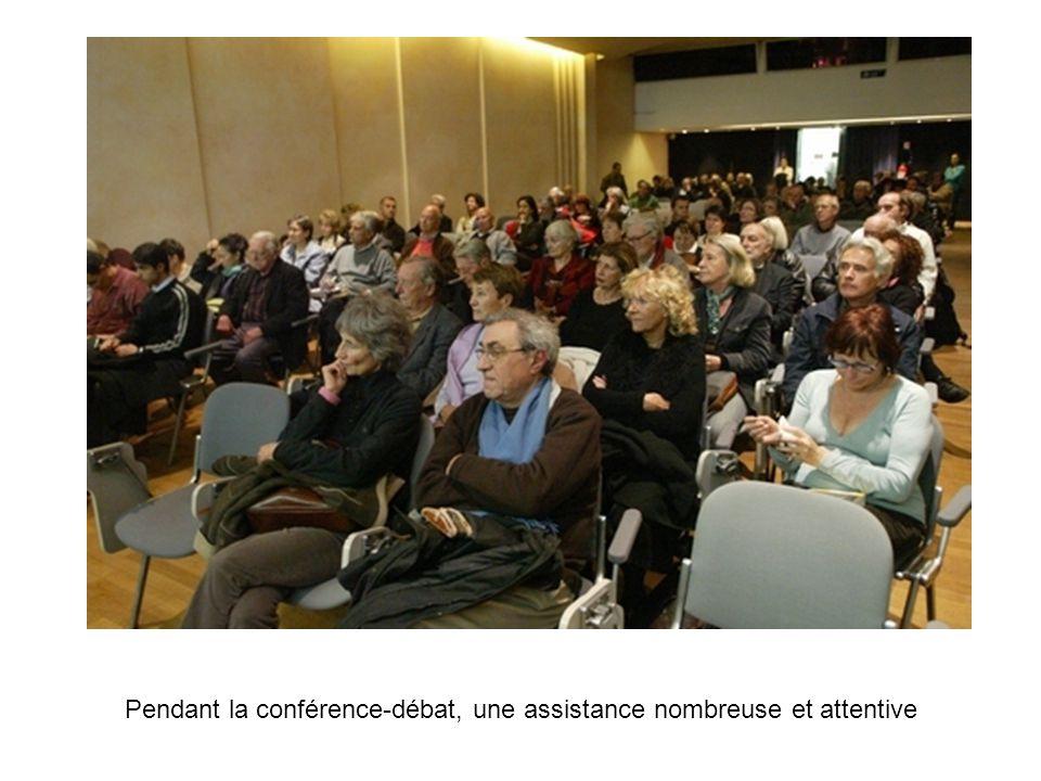 Pendant la conférence-débat, une assistance nombreuse et attentive