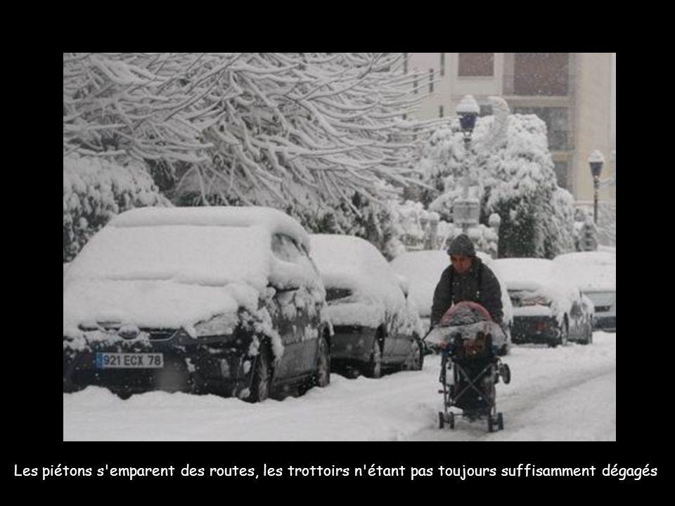 Pagaille dans le trafic routier à l entrée de Paris.