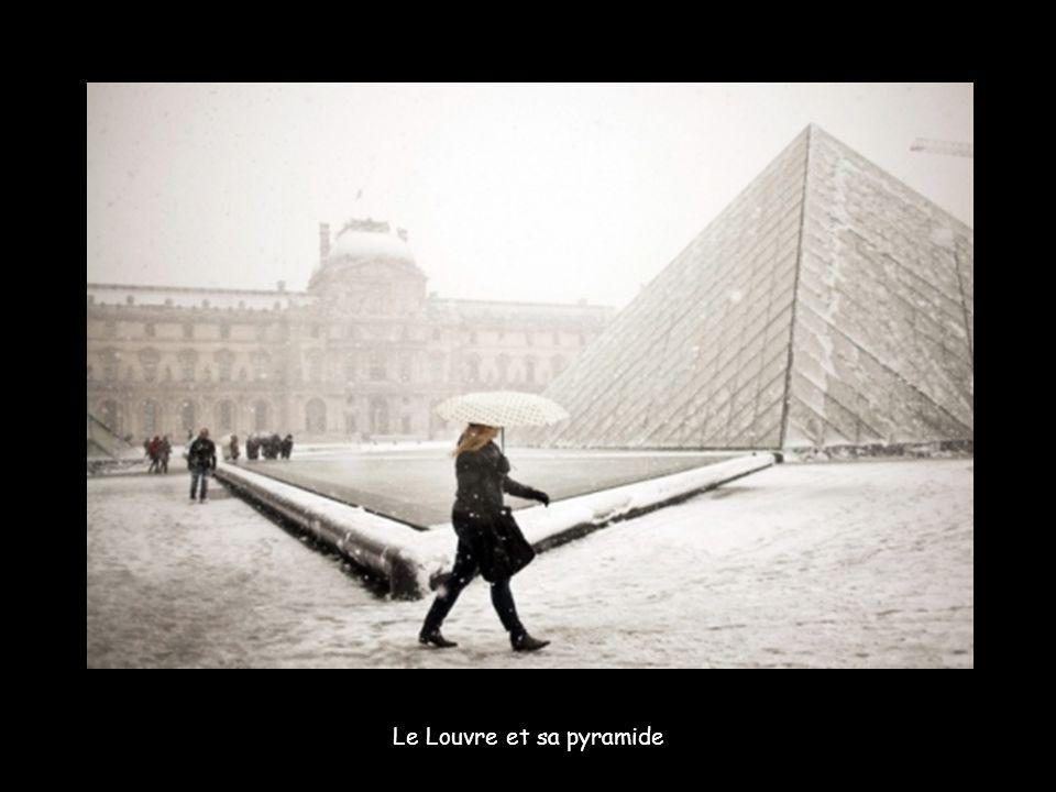 Au abords de la Tour Eiffel.