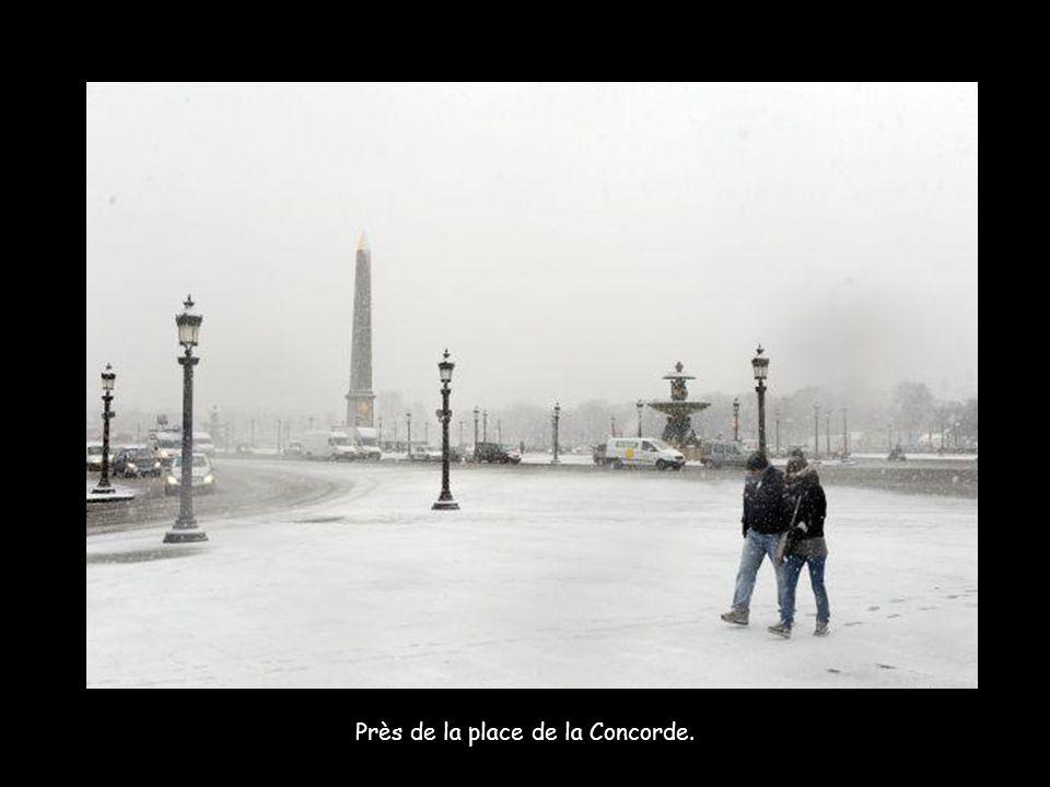 Près de la place de la Concorde.