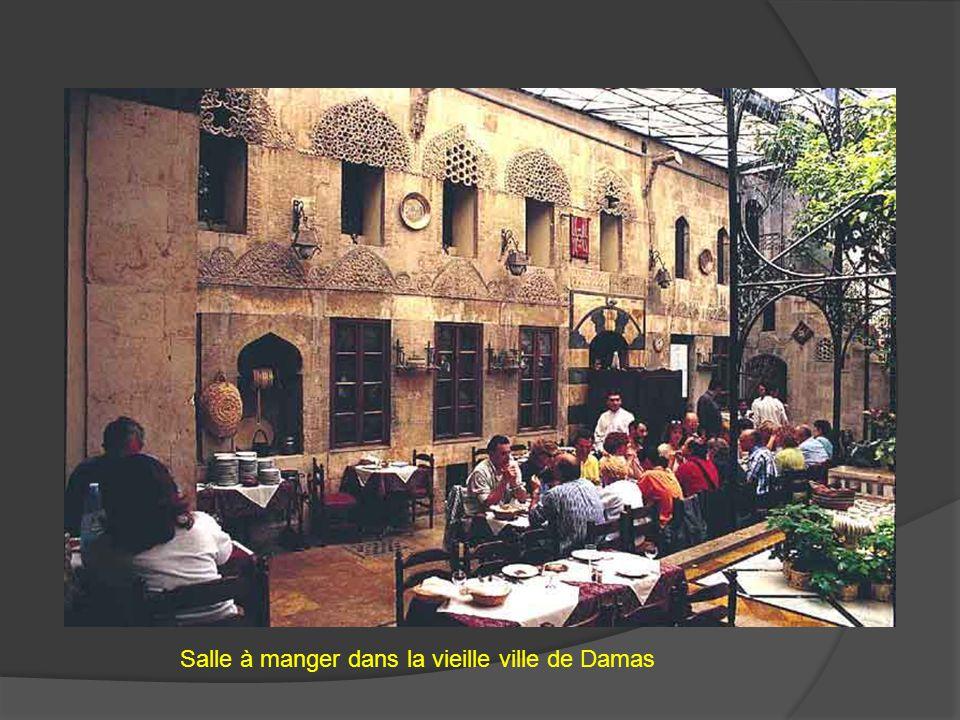 Salle à manger dans la vieille ville de Damas