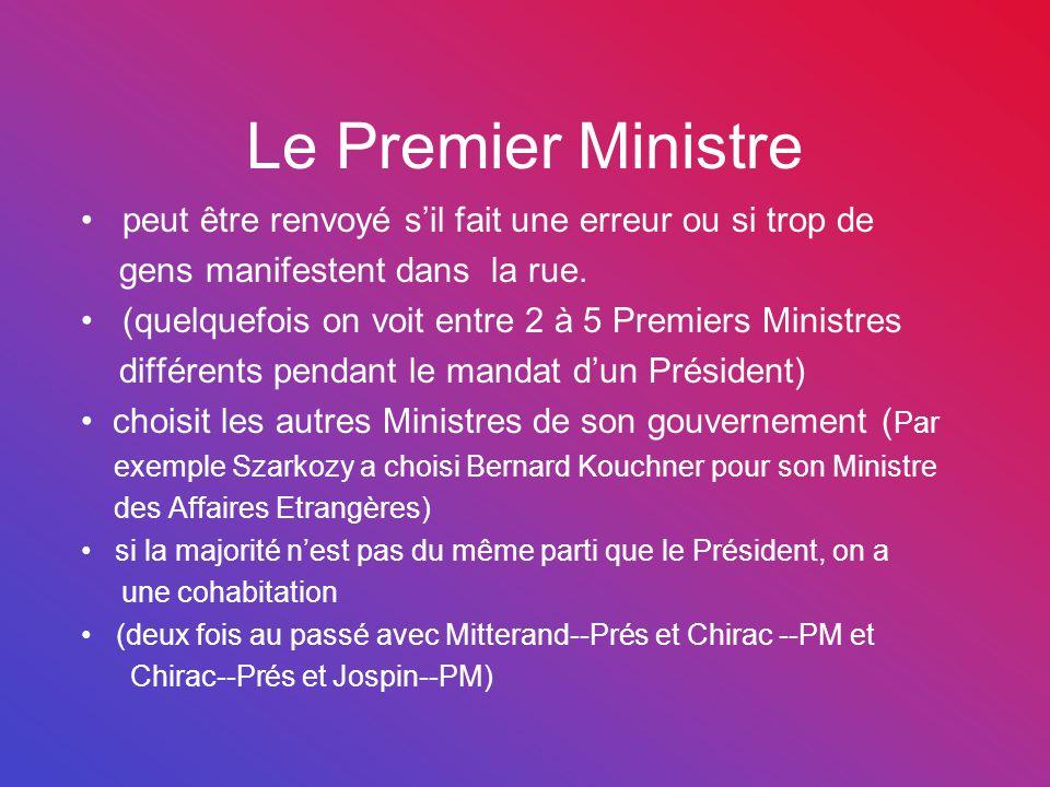 Le Premier Ministre peut être renvoyé s'il fait une erreur ou si trop de gens manifestent dans la rue. (quelquefois on voit entre 2 à 5 Premiers Minis