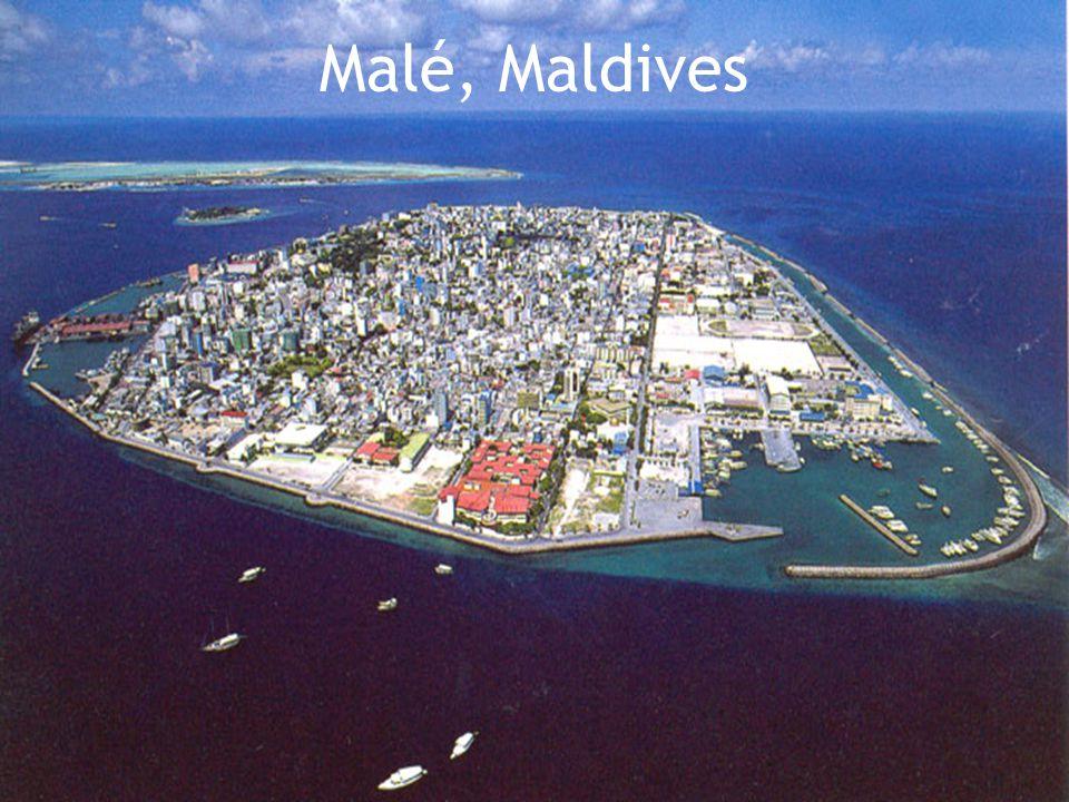 Maldives 227,45 km/2  Superficie: 227,45 km./2  Nombre d'habitants: 395,000  Capitale: Malé  Situé: Asie du sud-ouest  Langue officielle: Divehi  Indépendance: Du Royaume-Uni le 26 juillet 1965