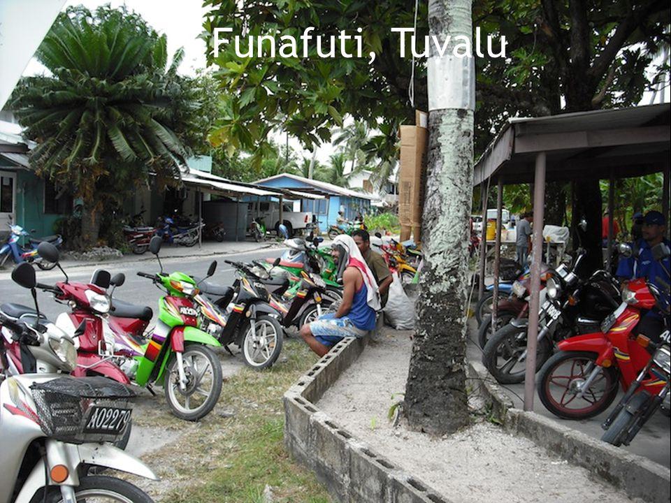  Superficie: 26 km /2  Nombre d'habitants: 10,500  Capitale: Funafuti  Langues officielles: Tuvaluan et l'anglais  Indépendance; Du Royaume-Uni le premier octobre 1978  Situé: Océan Pacifique Tuvalu 26 km/2