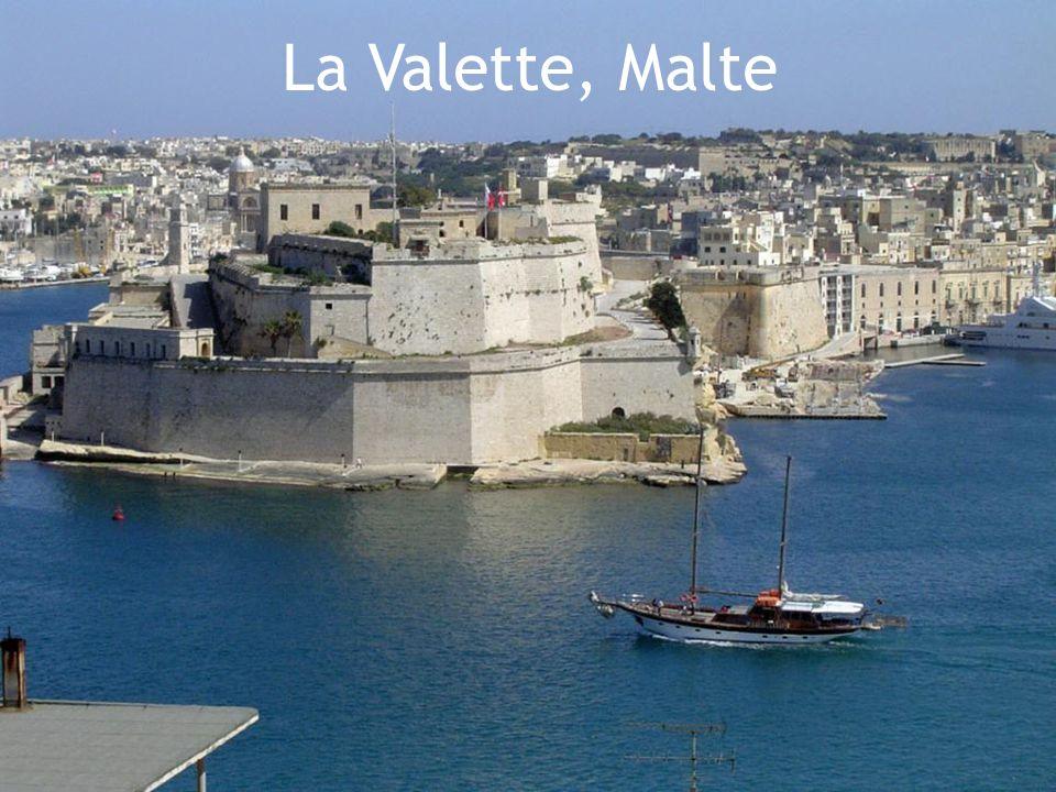 Malte 316 km/2  Superficie: 316 km./2  Nombre d'habitants: 408,000  Capitale: La Valette  Situé: Sud de la Sicile  Langues officielles: Maltais, Anglais  Indépendance: Du Royaume-Uni le 21 sept.