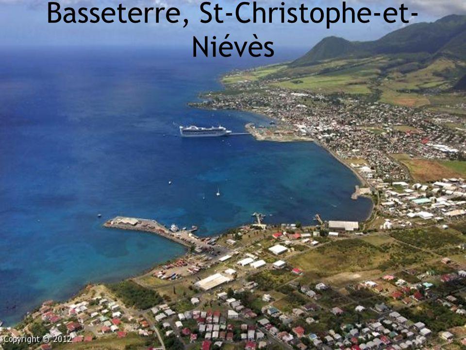 St-Christophe-et- Niévès 261 km/2  Superficie: 261 km./2  Nombre d'habitants: 36,619  Capitale: Basseterre  Langue officielle: Anglais  Indépendance: Du Royaume-Uni le 19 sept.