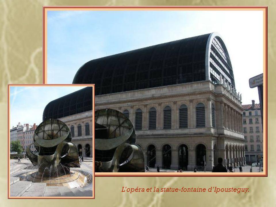 Sculpture-fontaine d'Ipousteguy