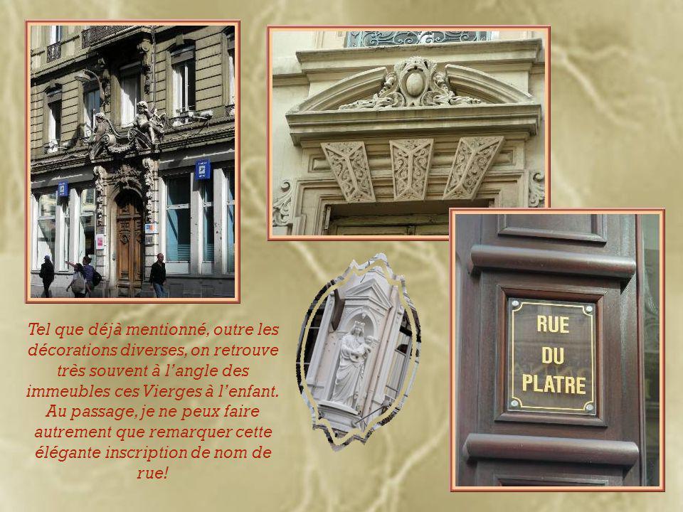 Maints immeubles sont ornés de portes magnifiquement décorées.