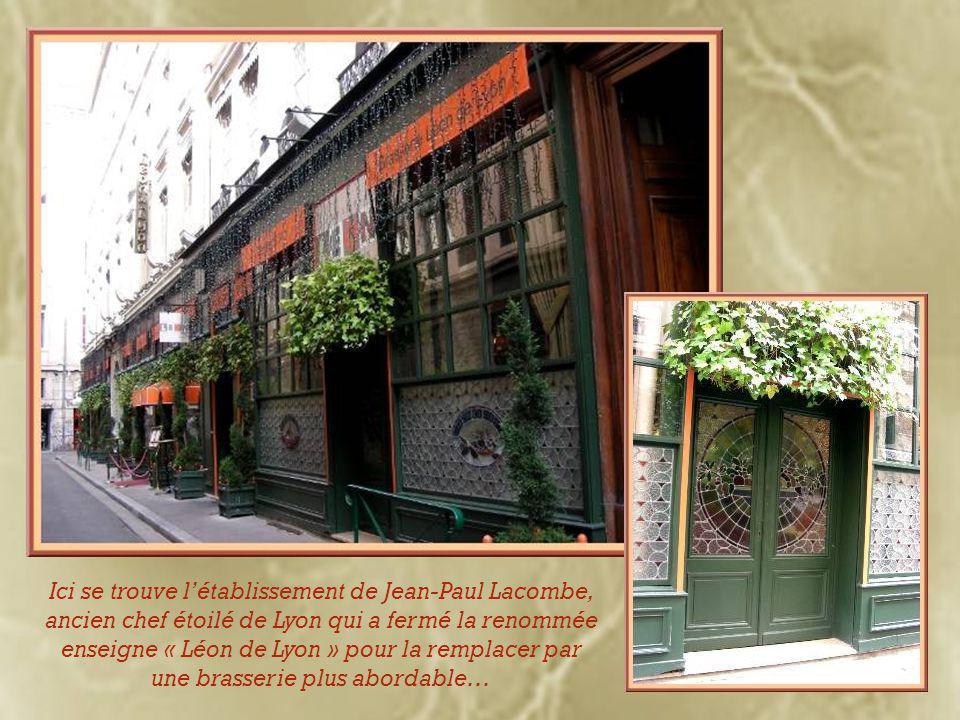 Tel que déjà mentionné, outre les décorations diverses, on retrouve très souvent à l'angle des immeubles ces Vierges à l'enfant.