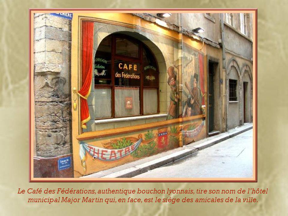 Comme dans le vieux Lyon mais en moins grande concentration, on peut admirer des tourelles de la période Renaissance.