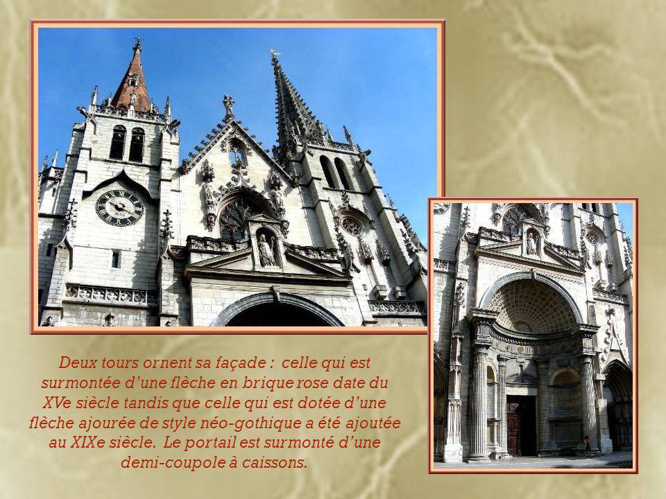 Revenant sur nos pas, un arrêt à l'église Saint-Nizier.