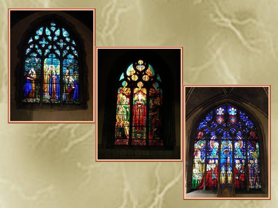 Des chapelles sont aménagées tout le long des nefs latérales.