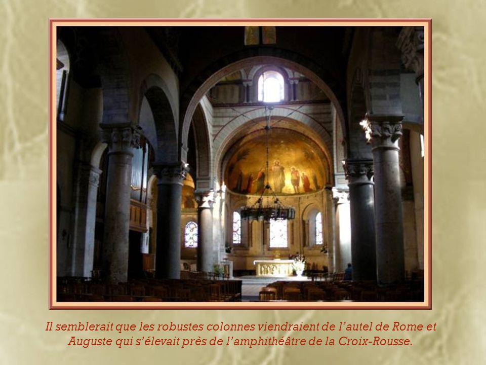 Malgré la disparition d'une grande partie de l'abbaye lors des guerres de Religion, Saint-Martin d'Ainay fait partie des sites religieux les plus importants de la ville.