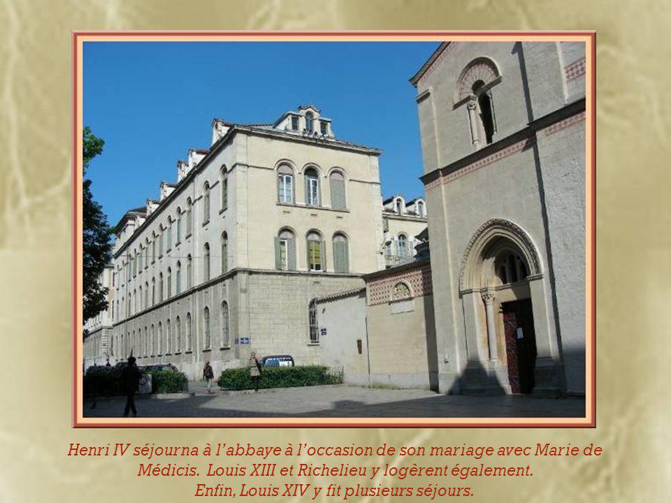Durant la Révolution, l'église devint grenier à blé ce qui lui évita la destruction..