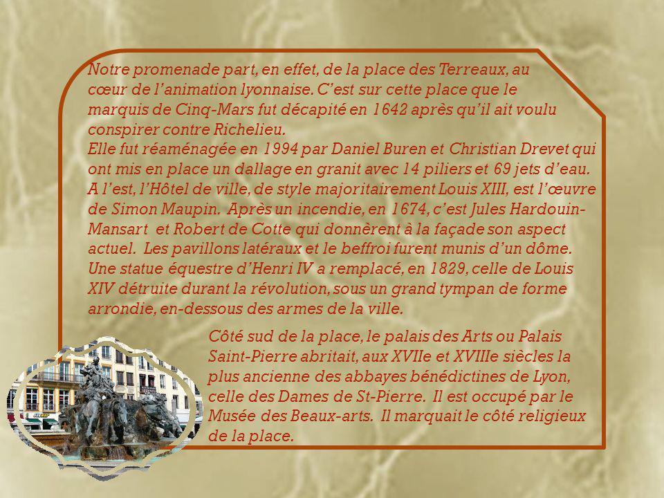 Nous rejoignons les bords de la Saône et, à l'angle de la rue de la Plâtière, nous découvrons ces immenses fresques à la gloire du livre et des écrivains.