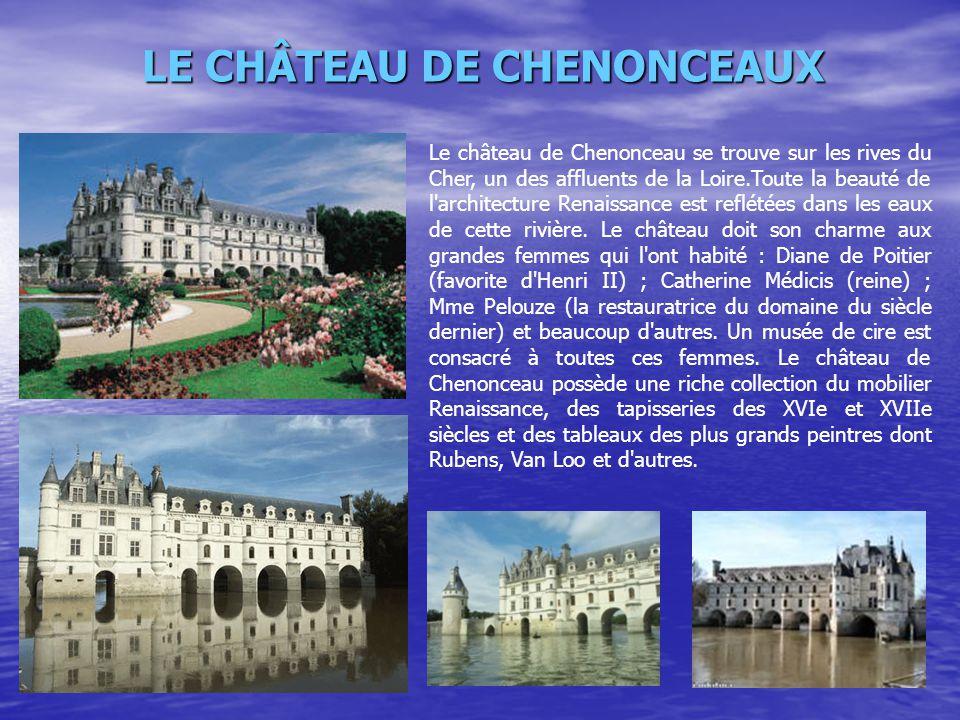 Le château de Chenonceau se trouve sur les rives du Cher, un des affluents de la Loire.Toute la beauté de l'architecture Renaissance est reflétées dan