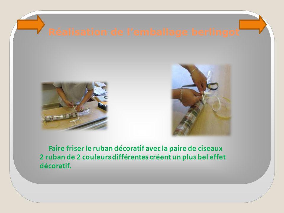 Faire friser le ruban décoratif avec la paire de ciseaux 2 ruban de 2 couleurs différentes créent un plus bel effet décoratif.
