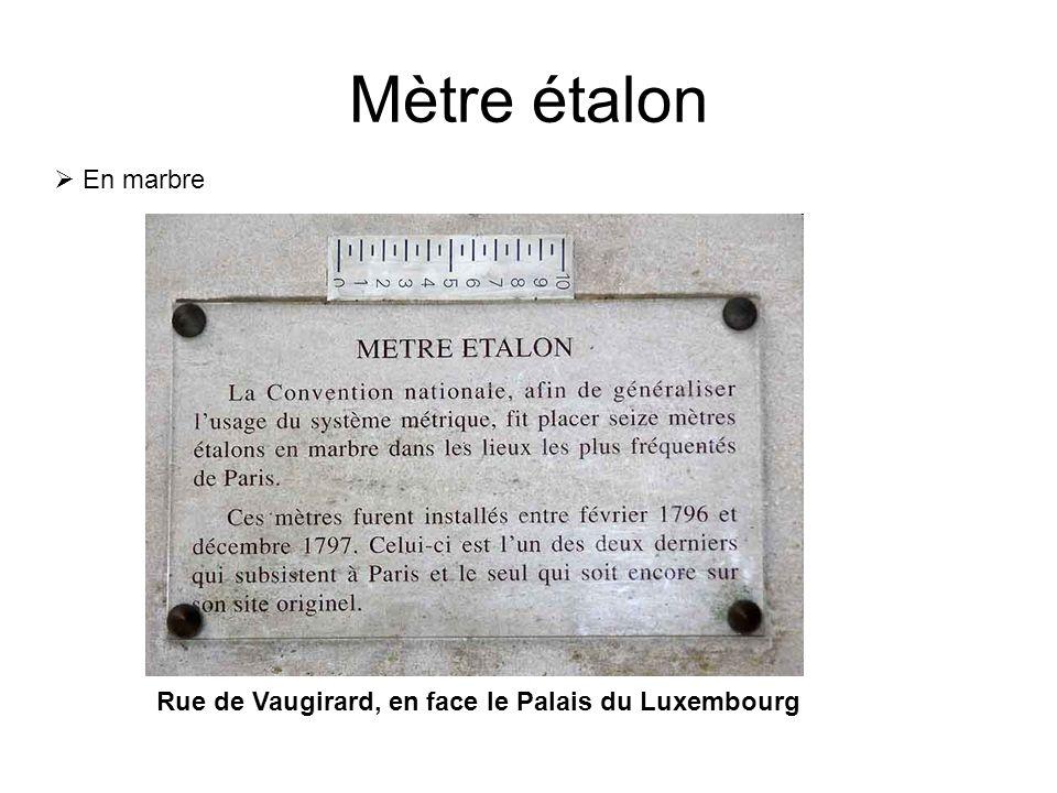 Mètre étalon Rue de Vaugirard, en face le Palais du Luxembourg  En marbre