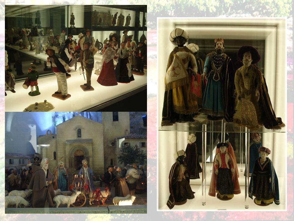 Musée des santons collections de santons du XVII e siècle à nos jours, situé dans l ancien corps de garde du XVI e siècle