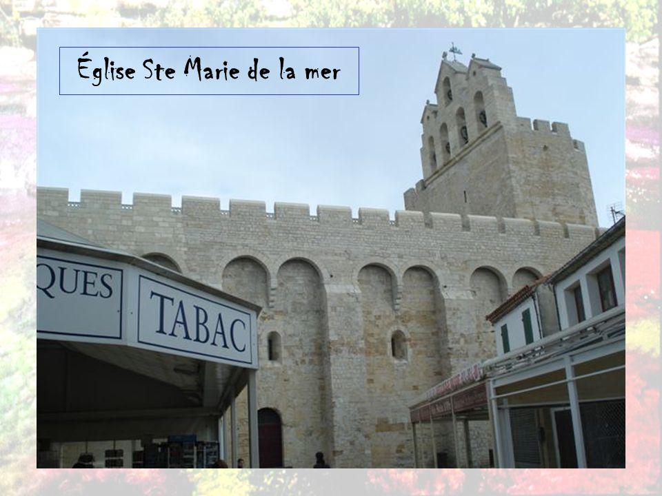 Les Saintes-Maries-de-la-Mer est une ville, un lieu de pèlerinage et une station balnéaire de Provence, dans le département des Bouches-du-Rhône.