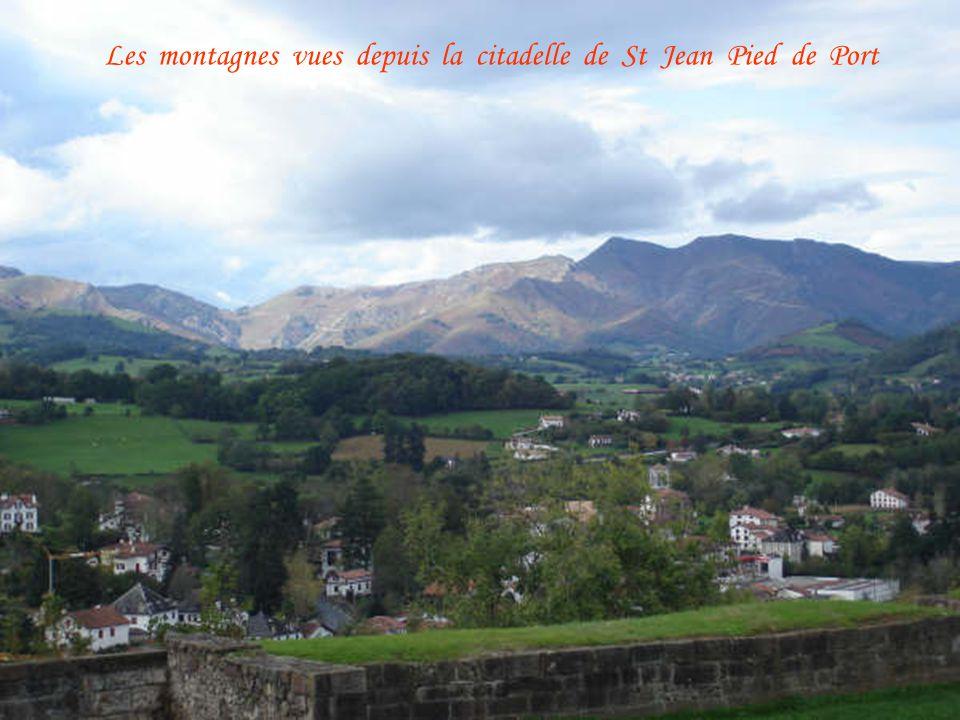 Les montagnes vues depuis la citadelle de St Jean Pied de Port