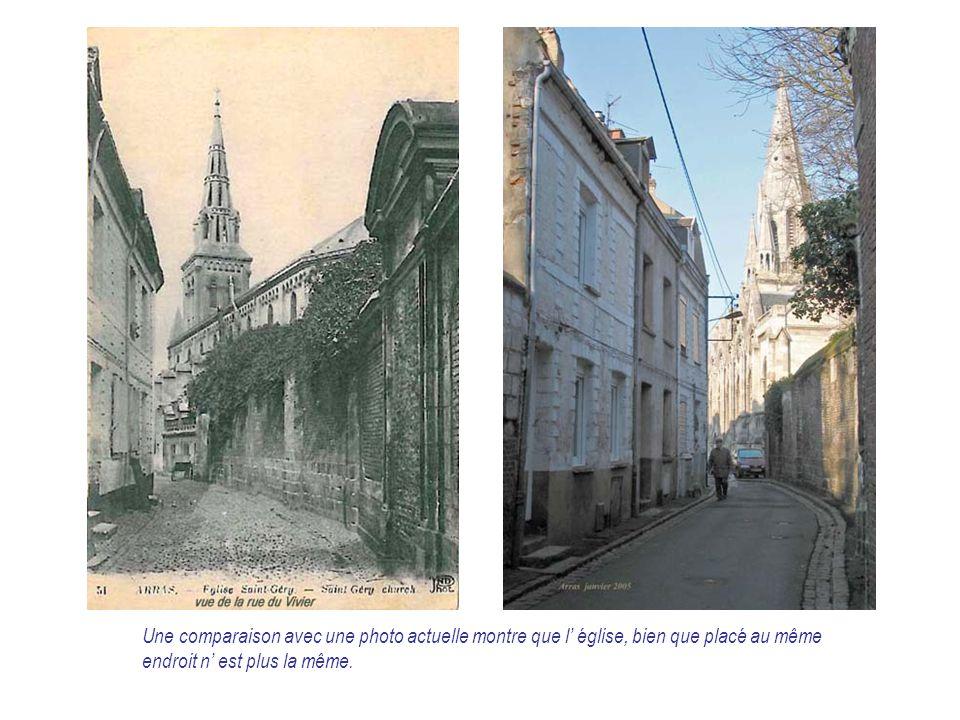 Une comparaison avec une photo actuelle montre que l' église, bien que placé au même endroit n' est plus la même.