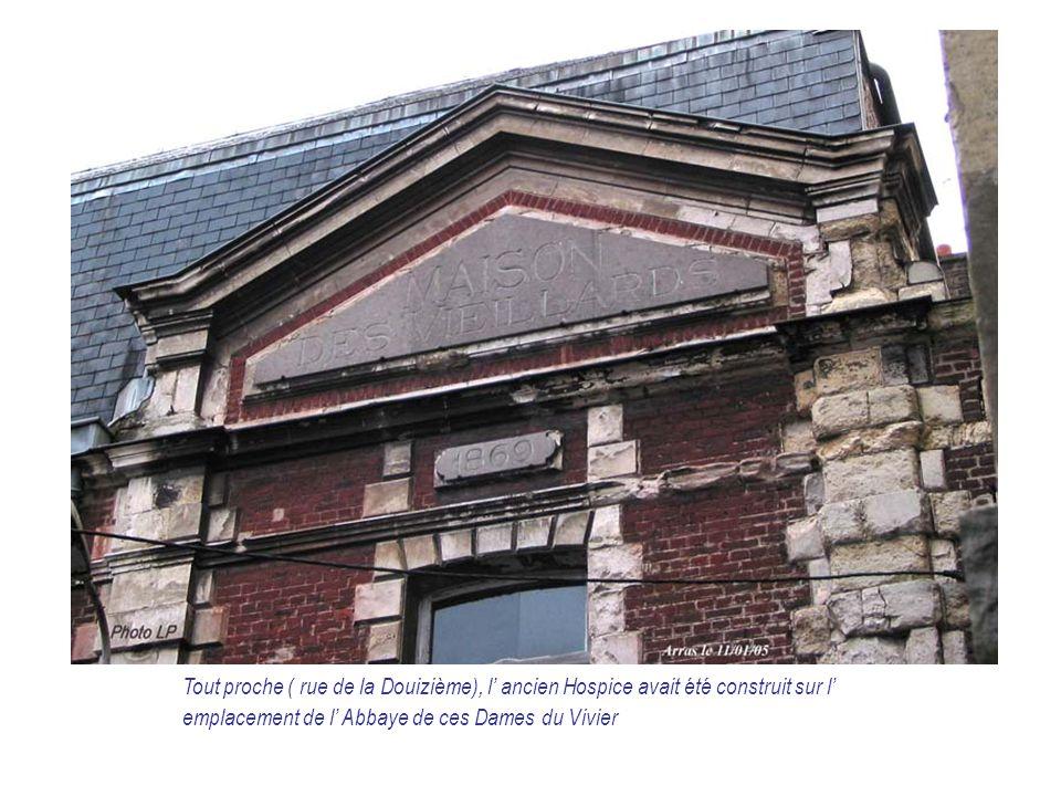 Tout proche ( rue de la Douizième), l' ancien Hospice avait été construit sur l' emplacement de l' Abbaye de ces Dames du Vivier