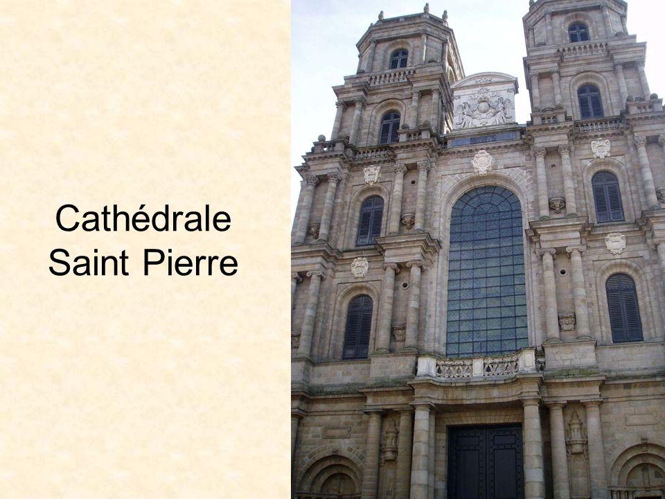 Le centre de Rennes a été parcouru sous la houlette d une guide compétente avec le beau temps.