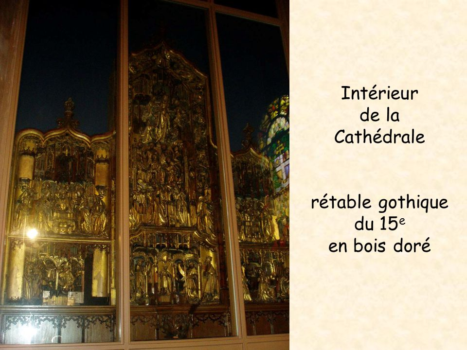 Intérieur de la Cathédrale rétable gothique du 15 e en bois doré