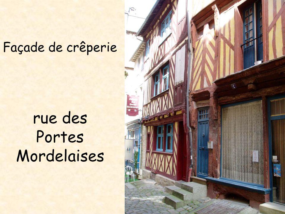 Façade de crêperie rue des Portes Mordelaises