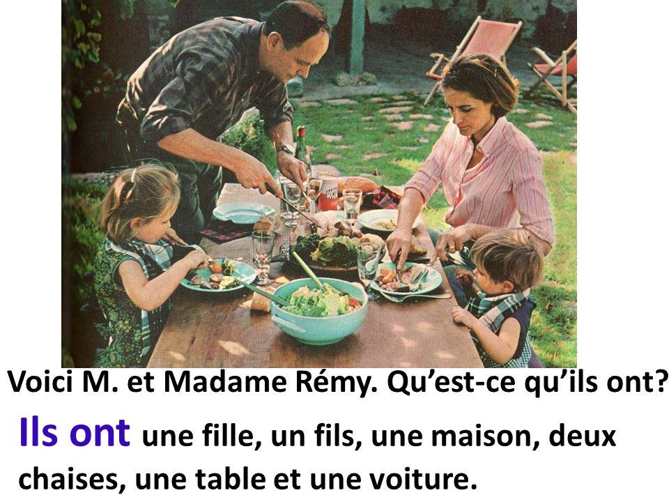 Ils ont une fille, un fils, une maison, deux chaises, une table et une voiture.