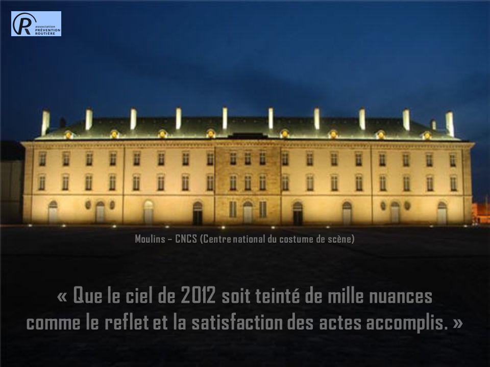 Moulins – CNCS (Centre national du costume de scène) « Que le ciel de 2012 soit teinté de mille nuances comme le reflet et la satisfaction des actes accomplis.