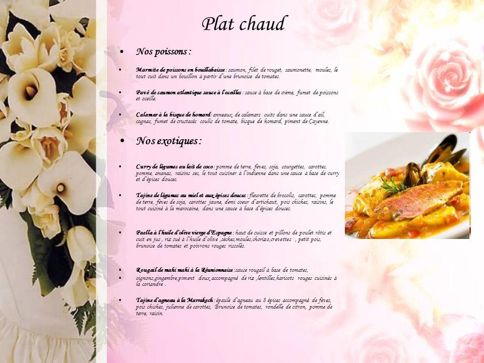 Plat chaud Nos poissons : Marmite de poissons en bouillabaisse : saumon, filet de rouget, saumonette, moules, le tout cuit dans un bouillon à partir d