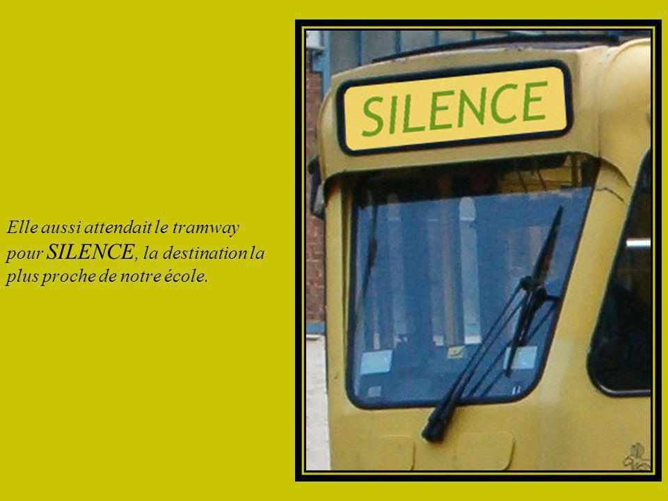 Comme chaque matin, j'attendais le tramway en battant le pavé de ma mémoire. Je feuilletais l'album à souvenir pour tapisser l'heure d'images d'Epinal