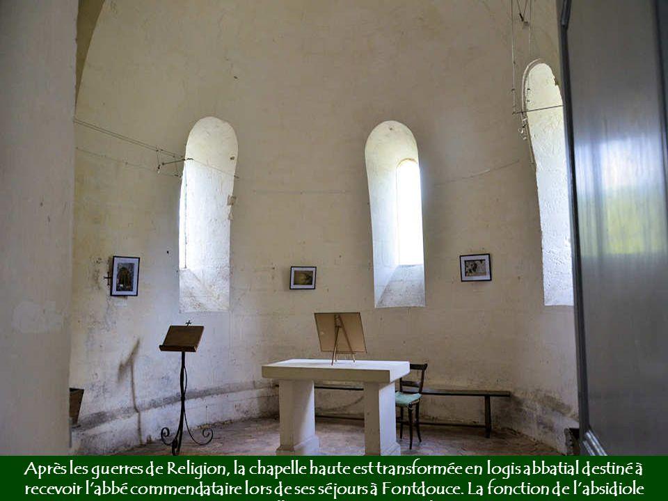 L'une des embases des piliers qui ornaient la salle des moines.
