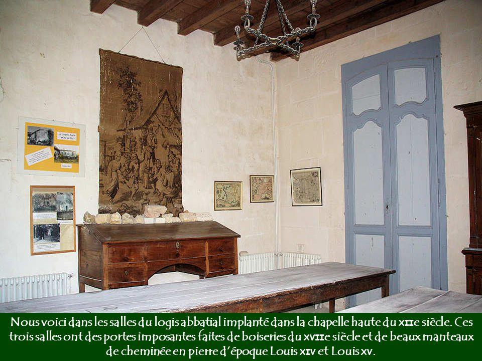 Après les guerres de Religion, la chapelle haute est transformée en logis abbatial destiné à recevoir l'abbé commendataire lors de ses séjours à Fontd